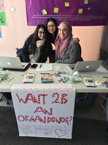 students volunteering at donor drive table