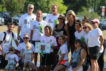 Family and friends of donor Taylor Dalian gather to celebrate at LIFE Walk/Run.